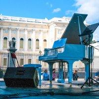 ...Звучала музыка на площади Искусств... :: Игорь Сорокин