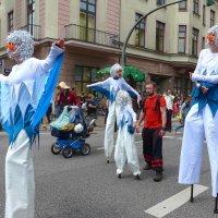 Фестивальное шествие (серия). Белые птицы :: Nina Yudicheva