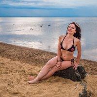 девушка на пляже :: Ольга Кошевая