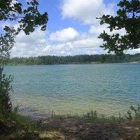 Бесшумно озеро, широко, как чаша полная водой :: Маргарита Батырева