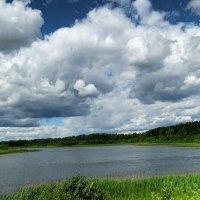Тяжёлые облака над озером :: Милешкин Владимир Алексеевич