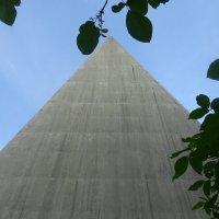 Пирамида во Фруктовом парке :: татьяна