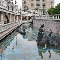 Искусственной река Неглинка, что на Манежной площади. :: Татьяна Помогалова