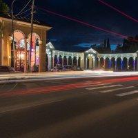 Вечерняя Колоннада в Гаграх. :: Виктор Евстратов