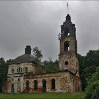Церковь Благовещения Пресвятой Богородицы в Загорье, 1800-1805 :: Дмитрий Анцыферов