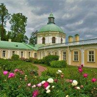 Во дворе Большого Меншиковского дворца... :: Sergey Gordoff