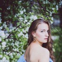 Фотосессии в цветущих яблонях :: Никита Скалин