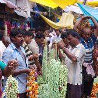 Fiower Market( Цветочный базар в Калькутте) :: Александр Бычков