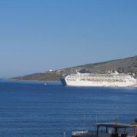 Лайнер в порту Саранды :: Яна Чепик