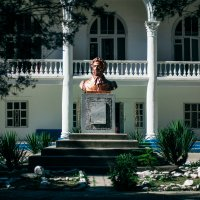 Памятник Пушкину в Джубге :: Марина Воронкова