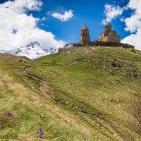 Грузия Гергети Церковь Св. Троицы ( 2170 м ) :: Вячеслав Шувалов