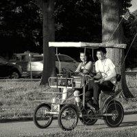 Романтичесоке свидание на колёсах :: Олег Чемоданов