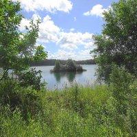 Островок посередине озера :: Маргарита Батырева