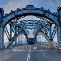 У моста :: Сергей Григорьев