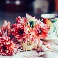 Цветы на столе :: Larissa