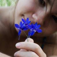 Девушка с цветком :: Алиса Нелеп