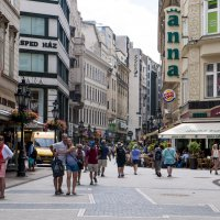 Пешеходная улица Ваци в центре Будапешта. :: Alla S.