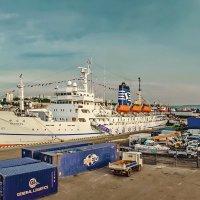 Набережная, причал, порт Владивосток :: Эдуард Куклин