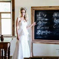 Невеста в деревенской школе. :: Алексей Матюш