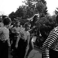 Юные матросы с хореографом :: Сергей Веснин