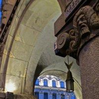фонарь в арке :: Елена