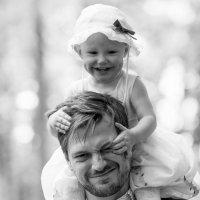 -Папочка, зачем тебе такие большие глазки?)))) :: Елена Ушакова