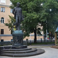 Памятник Сергею Есенину :: Татьяна Помогалова