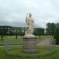 Скульптуры нижнего парка  Петергофа :: марина ковшова
