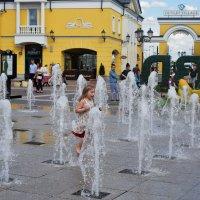 Дети в восторге, мокрые, но счастливые. :: Татьяна Помогалова