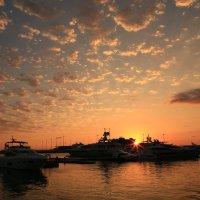 В морском порту на закате :: valeriy khlopunov