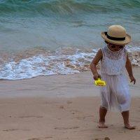 Девочка на пляже :: Вера Перекольская