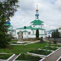 На территории монастыря :: Елена Павлова (Смолова)