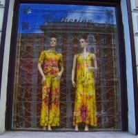 Отражение в окне магазина женской одежды здания  противоположной стороны улицы... :: Любовь К.
