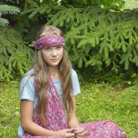Девочка-подросток в лесу. :: Евгения Бакулина