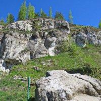 под этими глыбами и находится ледяная пещера :: aleksandr Крылов