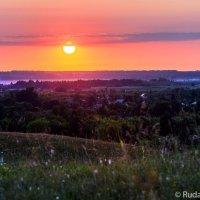 Алый закат на Лысых горах :: Сергей