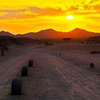 По дороге к красным холмам :: Alexander Andronik