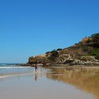 Португалия. Ольюш де Агуа. Весёлая англичанка на пляже. :: Лариса (Phinikia) Двойникова