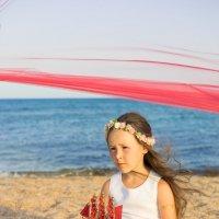 Алые паруса. Девочка на берегу моря. :: Ирина Вайнбранд