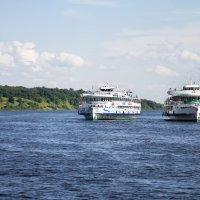 Из далека долго течет река Волга... :: Тата Казакова