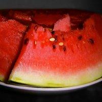 Чудо-ягода – арбуз, полосатый круглый груз. :: Людмила Богданова (Скачко)