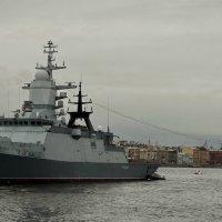 На рейде стояло шесть военных  кораблей. :: Владимир Гилясев
