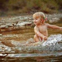 радость детства- купание в речке :: Алёна Дуклер