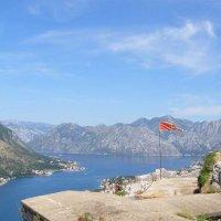 флаг Черногории на вершине крепостной стены :: Анна Воробьева