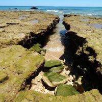 Атлантический океан. Пещера во время отлива. :: Лариса (Phinikia) Двойникова