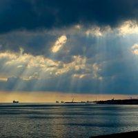 Небо в полоску :: Сергей Беляев