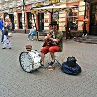 Уличный музыкант. :: Валерия Комова