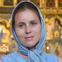 Портрет девушки в церкви . Естественна нежность и красота. :: Таня Харитонова