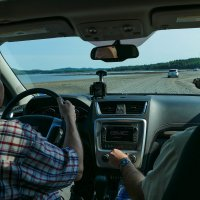Во время отлива. Мы едем по морскому дну знаменитого залива Фанди на остров (Канада) :: Юрий Поляков