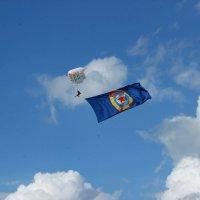 Флаг ДОСААФ в небе :: G Nagaeva